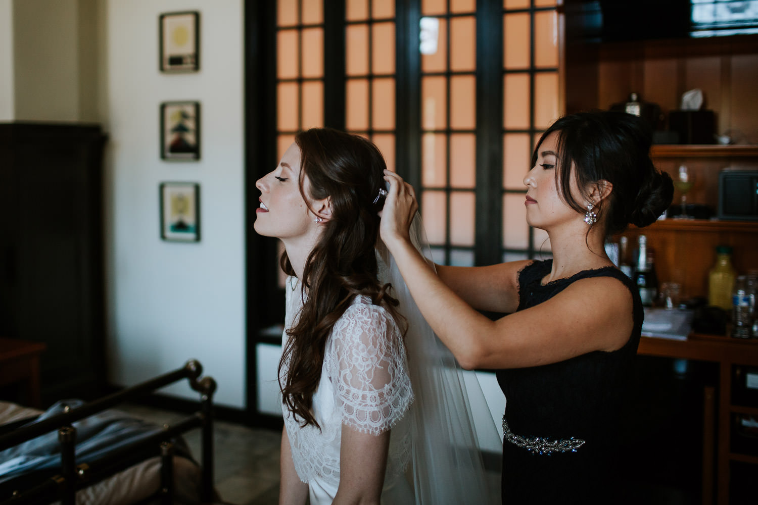 bride preparation at chicago athletic association hotel