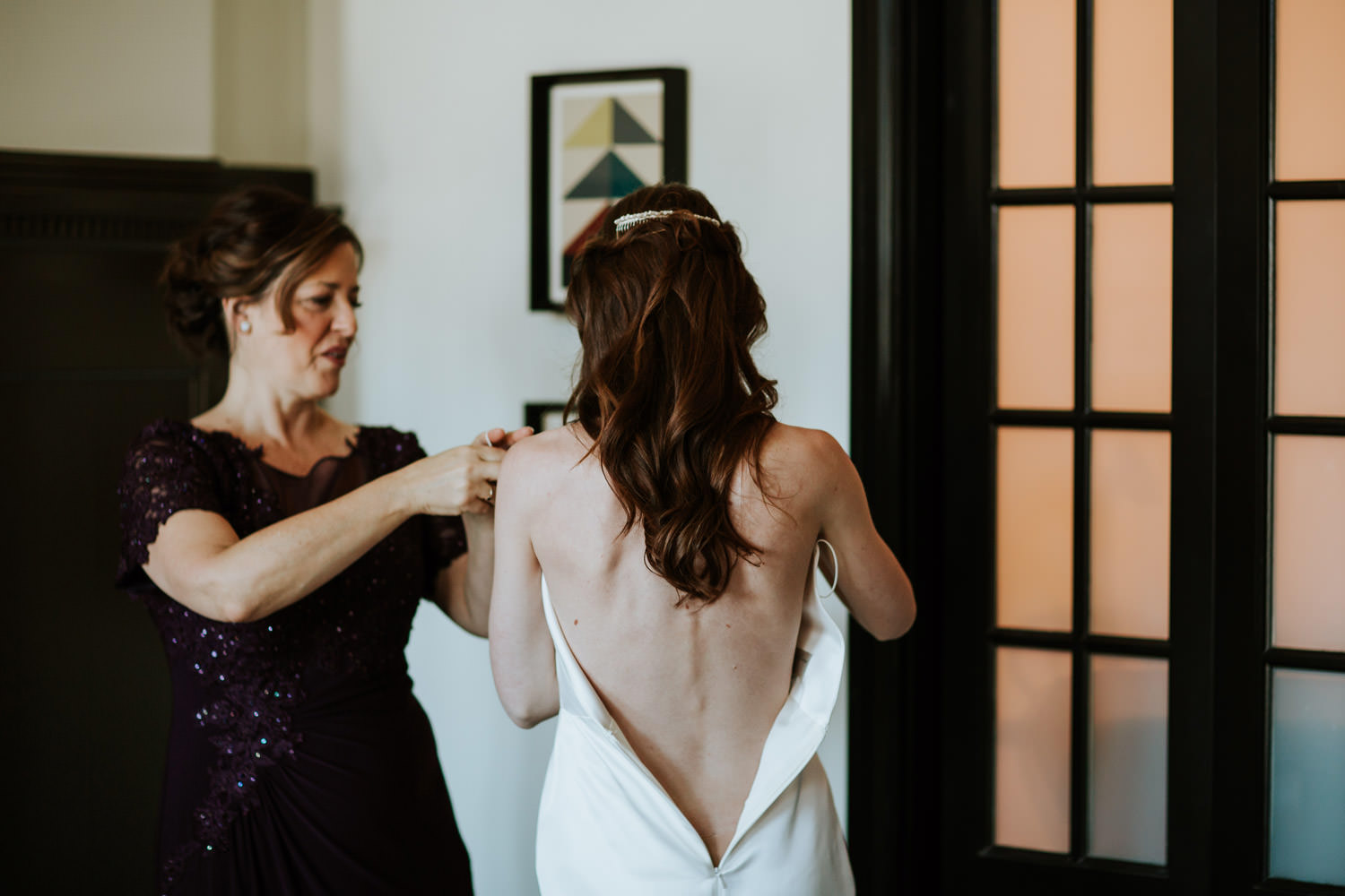 mom helping her daughter to put her dress on at chicago athletic association hotel