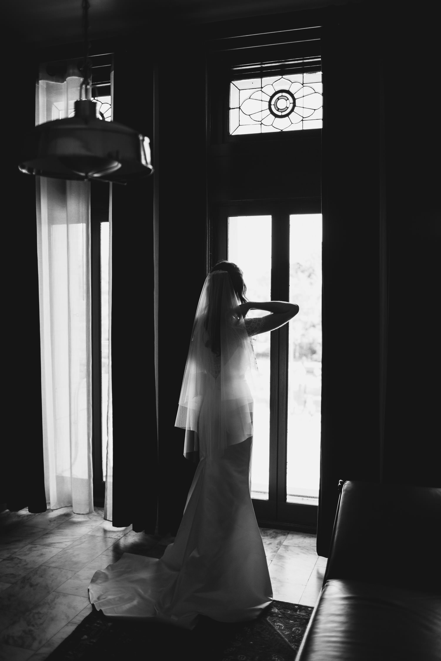 Bride getting ready at chicago athletic association hotel