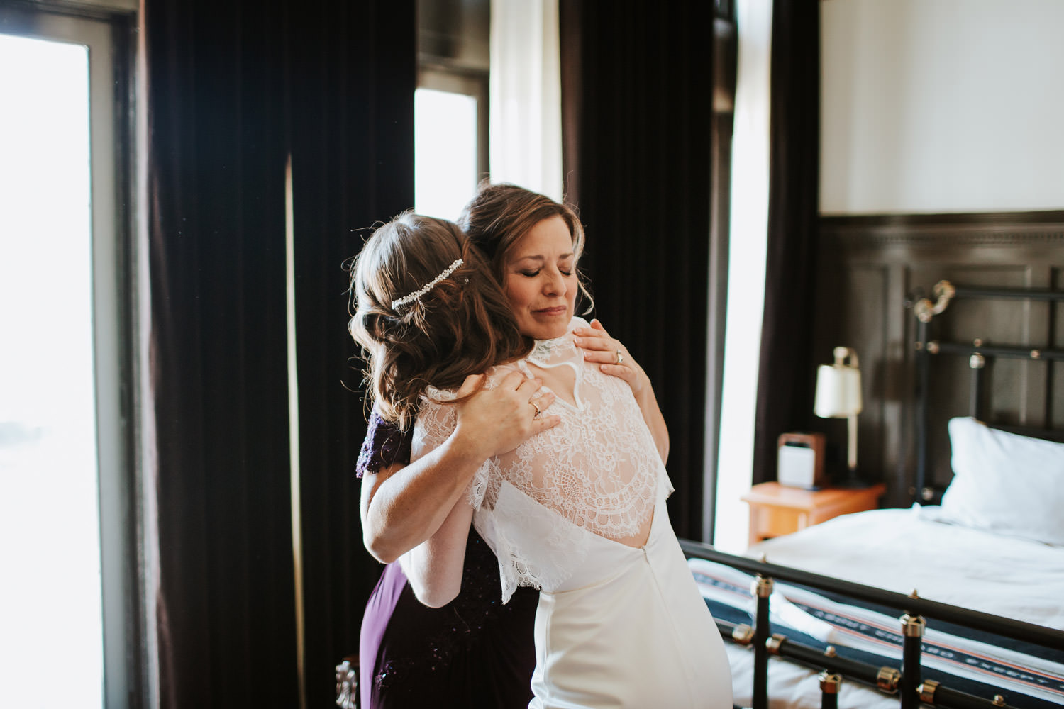 intimate moment between mom and the bride at chicago athletic association hotel