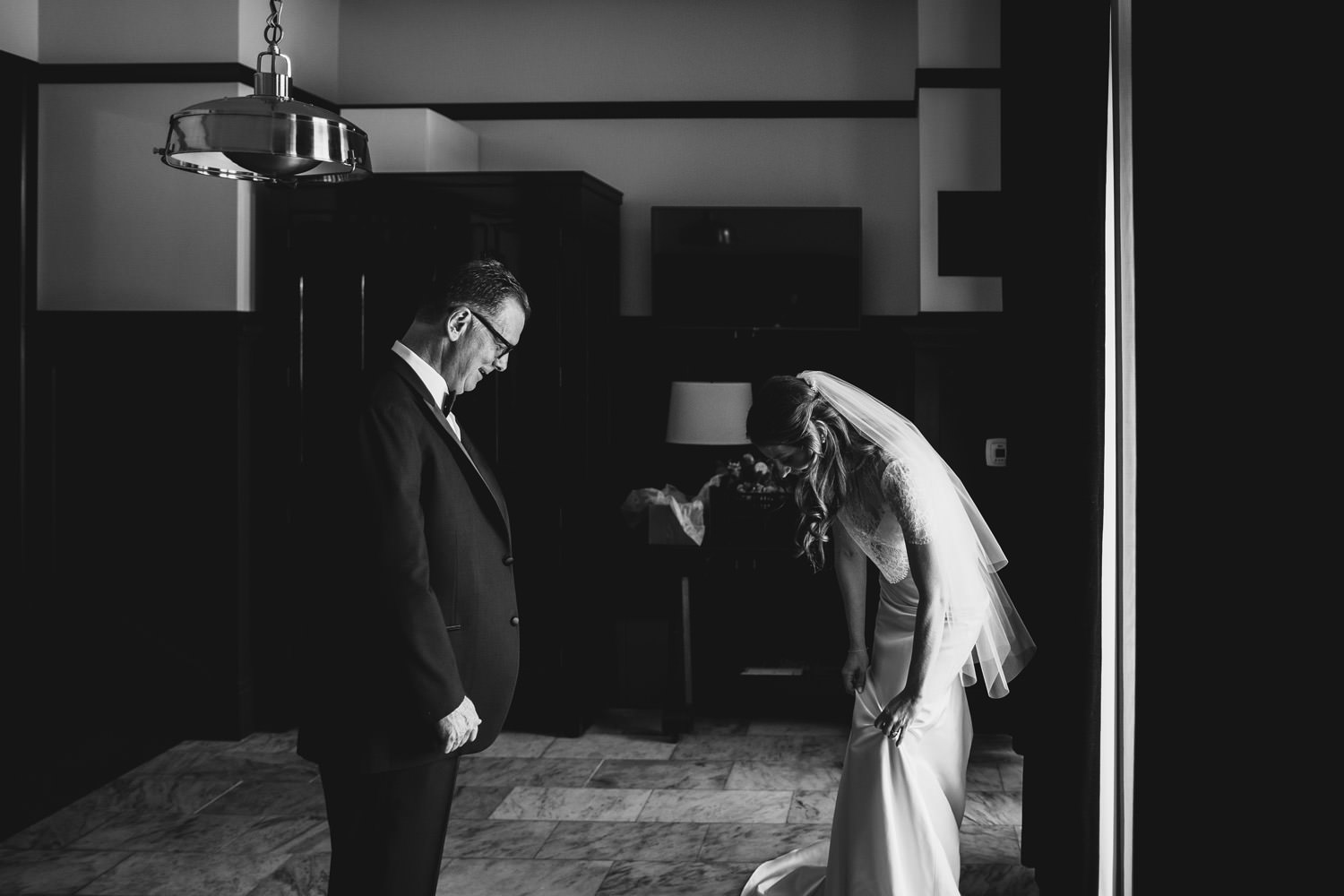father daughter first look at chicago athletic association hotel wedding