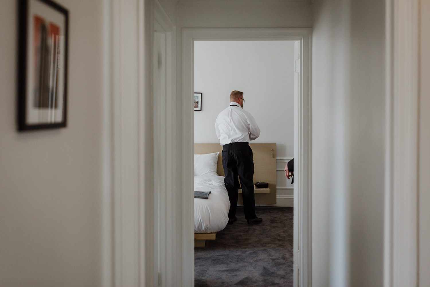 groom getting ready in the hotel on the elopement in chicago