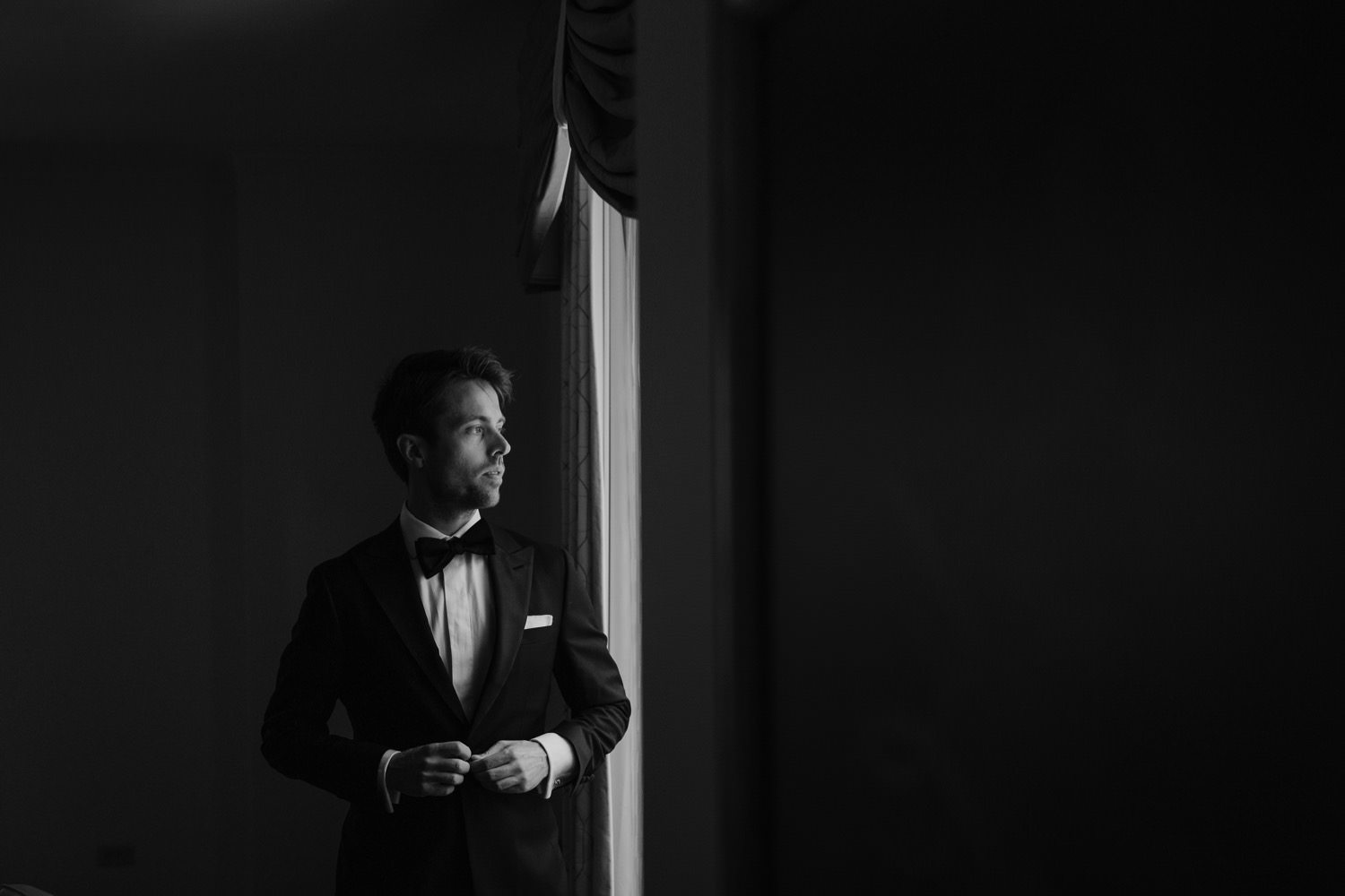 The groom getting ready on the wedding day in Palmer House