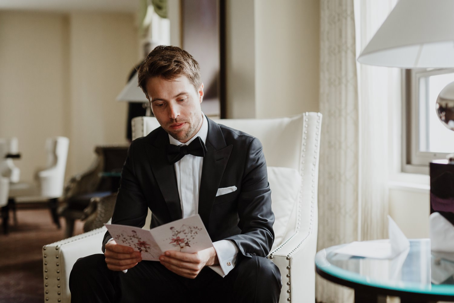 The groom reading the letter in Palmer House Hotel in Chicago